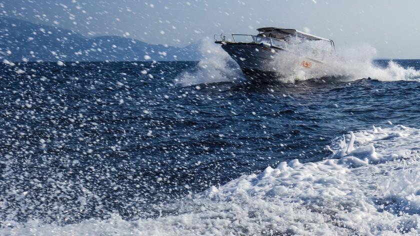 speedboat-1608042_1280